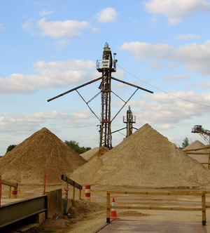 Sand sorting tower at Little Paxton Pits near St Neots, Cambridgeshire, England. Operated by Lafarge Aggregates. © Andrew Dunn